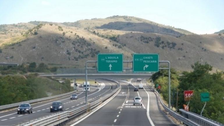 Rincari autostrade A24 – A25, scatta la protesta: i sindaci chiedono aiuto ai cittadini