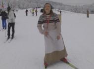 La befana delle nevi ha distribuito i doni agli sciatori di Prato Gentile
