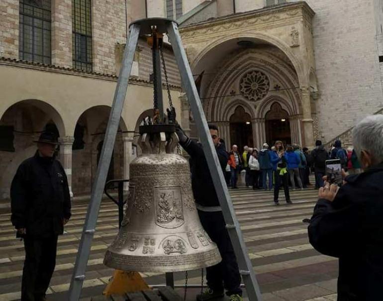 Agnone, benedetta da Papa Francesco la campana delle minoranze etniche