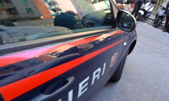 Paga con soldi falsi, denunciato a piede libero dai Carabinieri