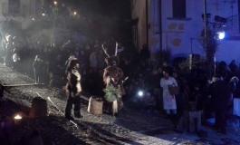 Castelnuovo al Volturno, folla in visibilio per il rito dell'uomo cervo