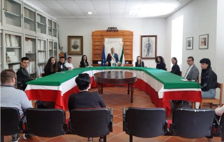 Macchiagodena, 2 giugno: il comune consegna copia della costituzione ai diciottenni