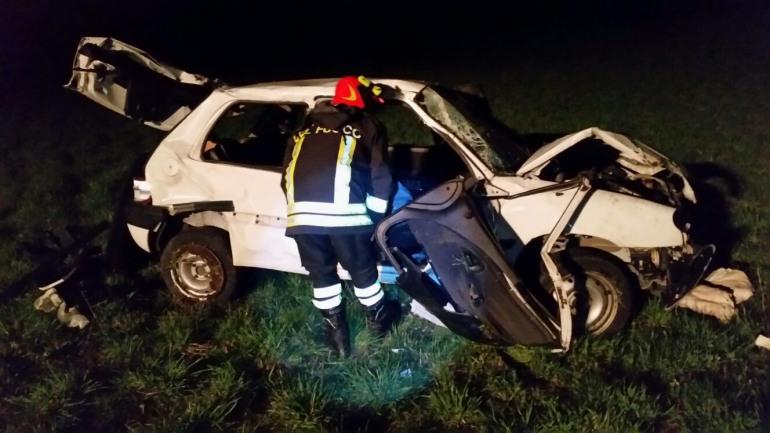 SS 17, coppia di Rivisondoli distrugge l'automobile per evitare i cervi