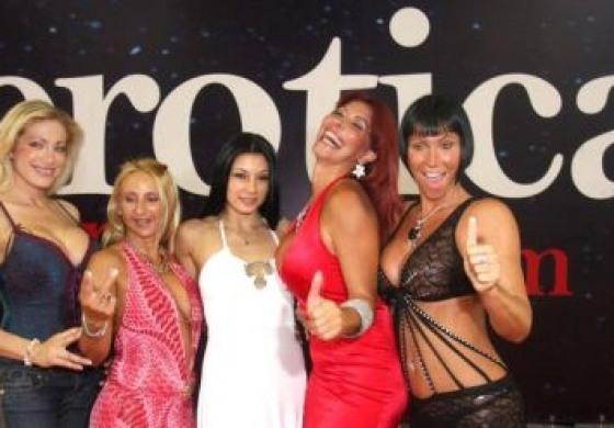 'Erotica  Tour', esordio a Castel di Sangro e  cittadinanza onoraria a Siffredi
