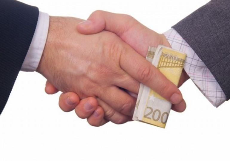 'La corruzione spuzza', presentazione libro di Cantone – Caringella