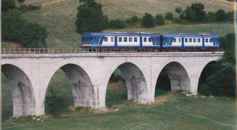 """S.o.s. """"Transiberiana"""". Domenica, Luciano D'Alfonso è a bordo del """"treno storico"""" da Sulmona a Castel di Sangro"""