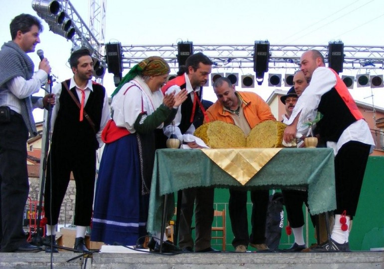 Maxi frittata con 1435 uova, la sagra a Montaquila