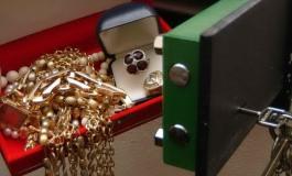 I ladri non vanno in vacanza: rubati gioielli per il valore di tredicimila euro
