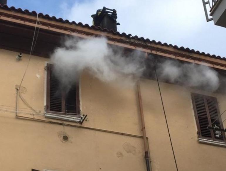Castel di Sangro, paura per l'incendio di una canna fumaria