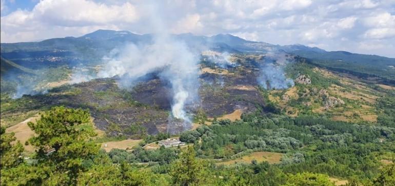 Incendio Castel di Sangro, circoscritte le fiamme dai Vigili del Fuoco e Protezione Civile