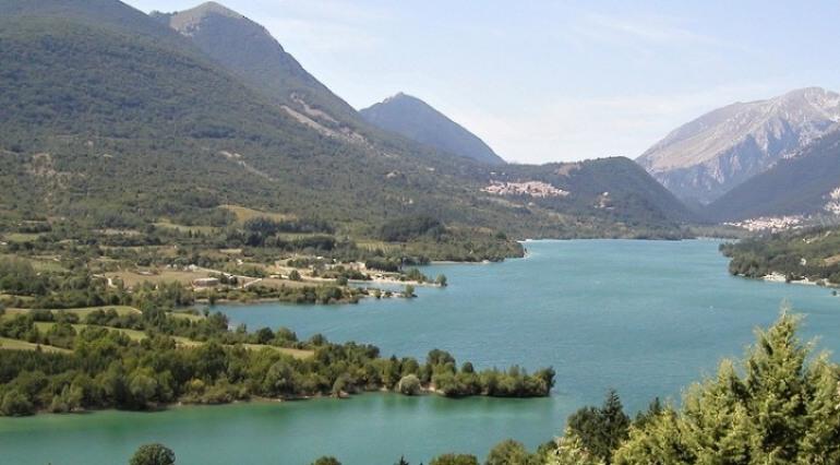 """Barrea, la denuncia della SOA: """"Il lago continua a non essere balneabile per tutto il 2018"""""""