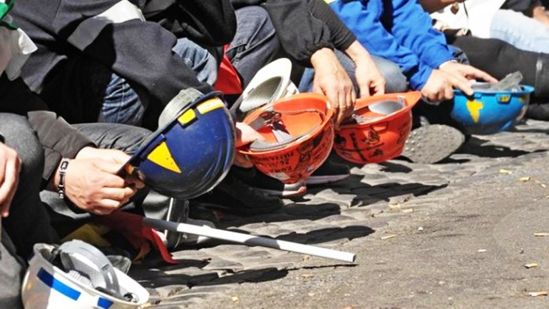 """Cassa integrazione, i lavoratori scendono in piazza: """"Intervenga la Regione Abruzzo"""""""