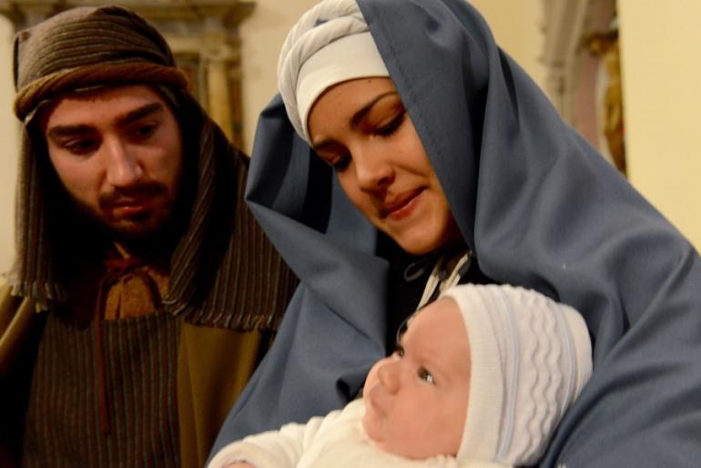 Rivisondoli – E' la roccolana Alessia del Castello la Madonnina del presepe vivente