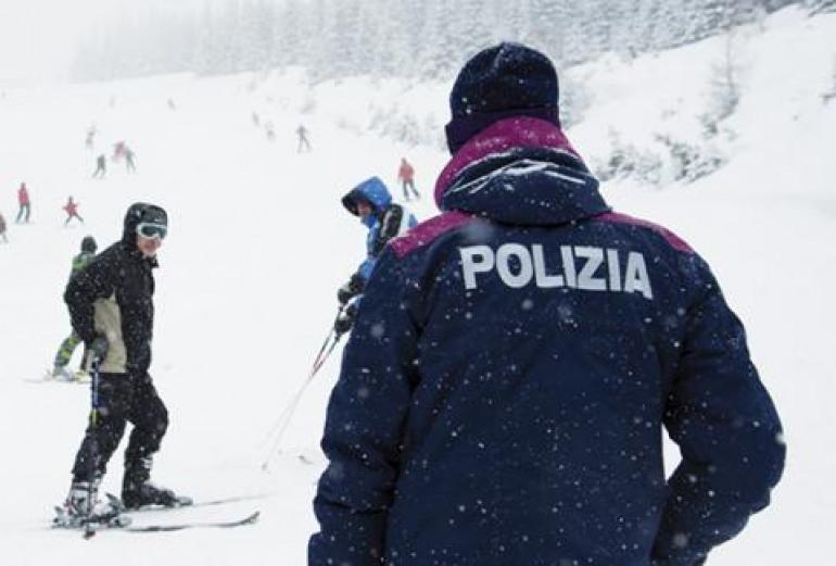 Monte Pratello, plauso di una sciatrice agli agenti della Polizia di Stato