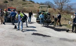 Rionero: strada dissestata, cittadini si improvvisano asfaltisti
