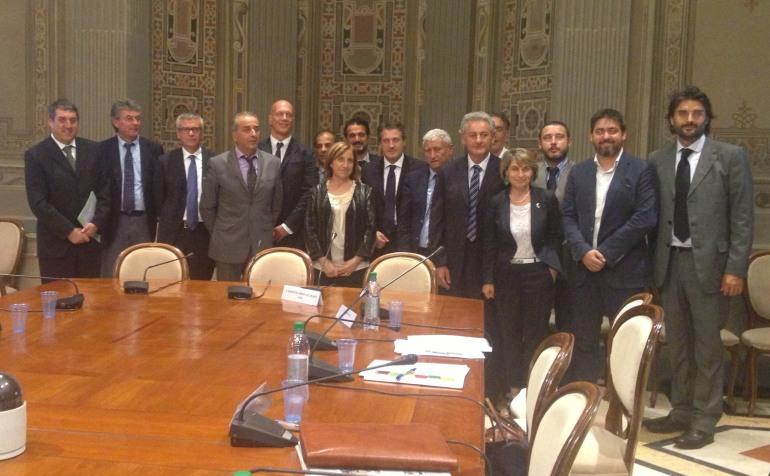"""Gentile dal ministro Lanzetta insieme a 14 sindaci: """"semplificate la vita alle piccole realtà"""""""