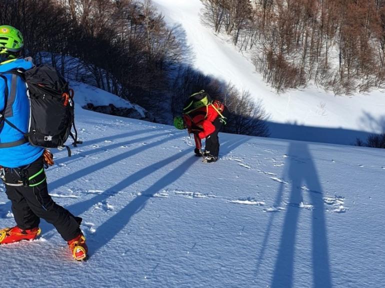 Escursionisti in difficoltà a Campitello Matese, ragazza scivola lungo il pendio ghiacciato