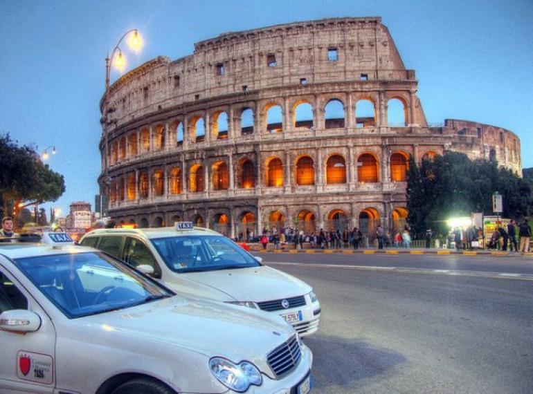 Roma, adunata di taxi per salvare l'Ospedale Caracciolo di Agnone